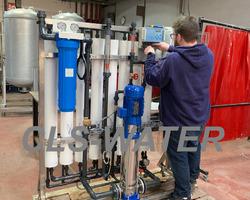 Nous concevons, fabriquons, testons vos installations dans nos ateliers. unité d'osmose inverse 8 membranes.